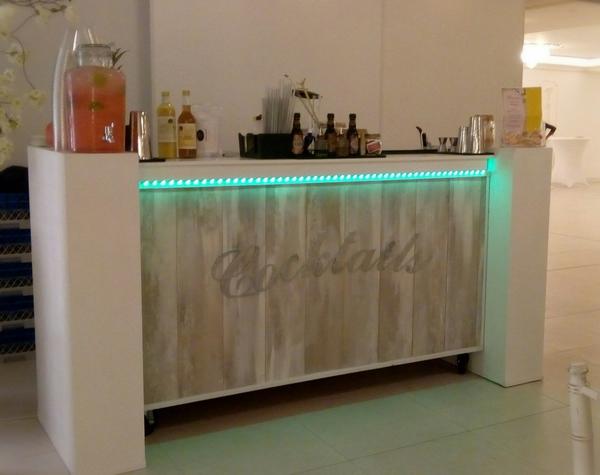 cocktailbar met cocktails op locatie